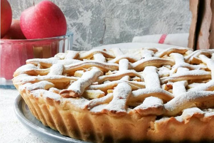 Engleska pita od jabuka, mirisni i sočni voćni užitak